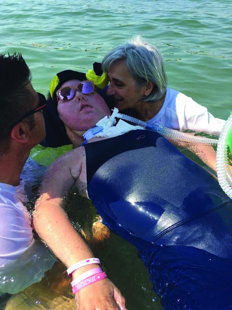 """Marzia, in spiaggia con i disabili a Punta Marina: """"La bellezza di uno sguardo"""" [da Settesere.it]"""