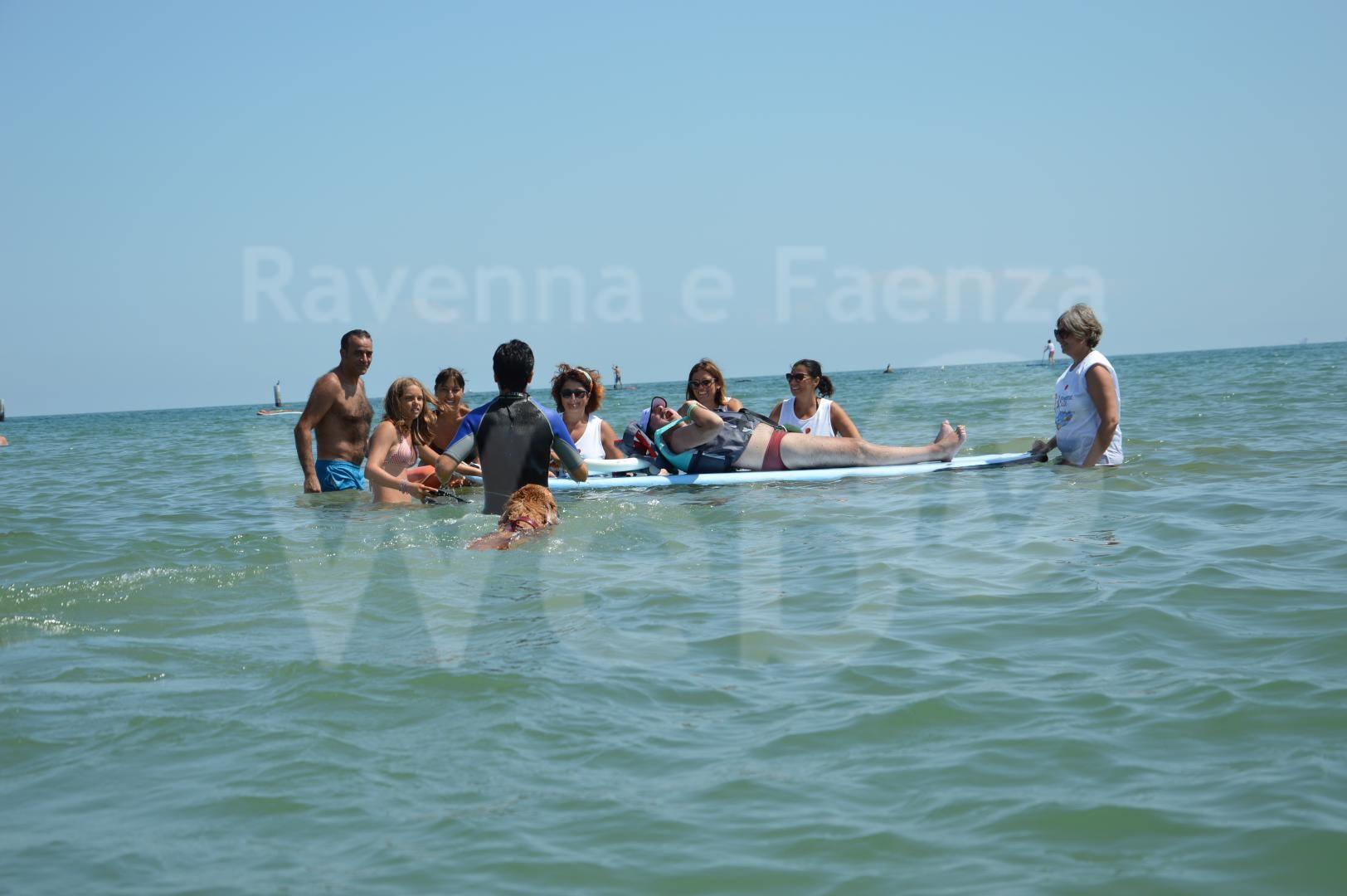 """Before the Flood: Solidarietà, una giornata al Bagno """"Tutti al mare, nessuno escluso"""" [da RavennaWebTv]"""
