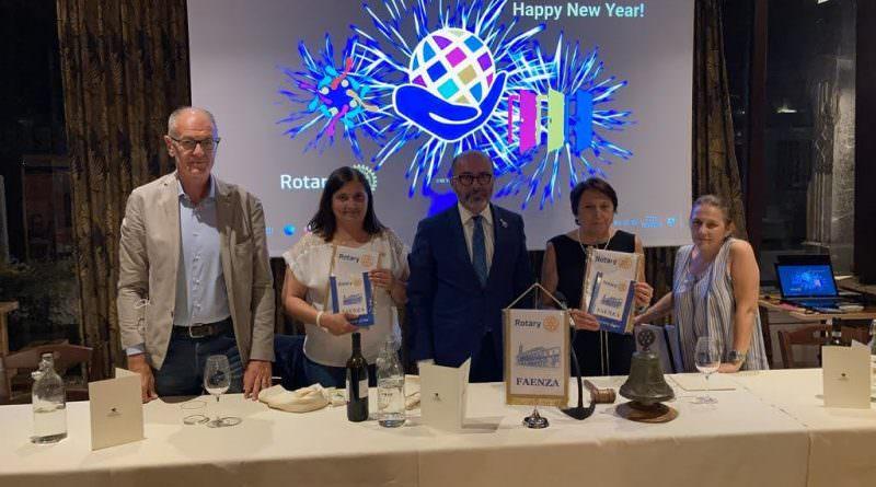 """Il Rotary Club di Faenza contribuisce all'acquisto di ombrelloni e lettini per """"Insieme a te"""""""